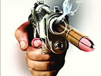4 arrested for gunfire on trader | व्यापाऱ्यावर गोळीबार करणारे जेरबंद