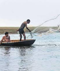 Demand for financial compensation to fishermen brothers | मच्छीमार बांधवांना आर्थिक नुकसानभरपाई देण्याची मागणी
