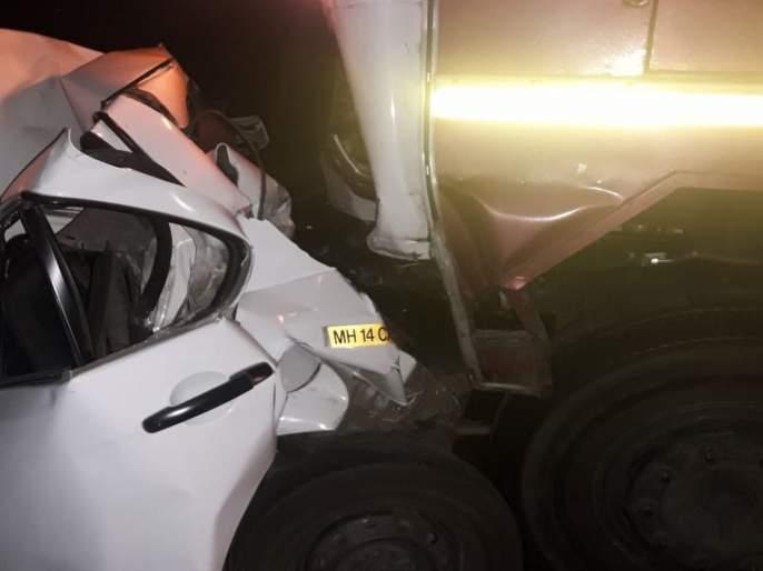 Two died in majour accident on Mumbai-pune Express way near panvel | Accident: अपघातातील जखमींच्या मदतीसाठी थांबले; एक्स्प्रेस वेवर टेम्पोच्या धडकेत दोघांचा मृत्यू