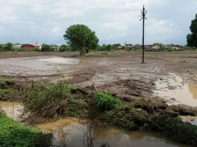 Allotment of compensation to flood victims in Mahad | महाडमध्ये पूरग्रस्तांना नुकसानभरपाईचे वाटप