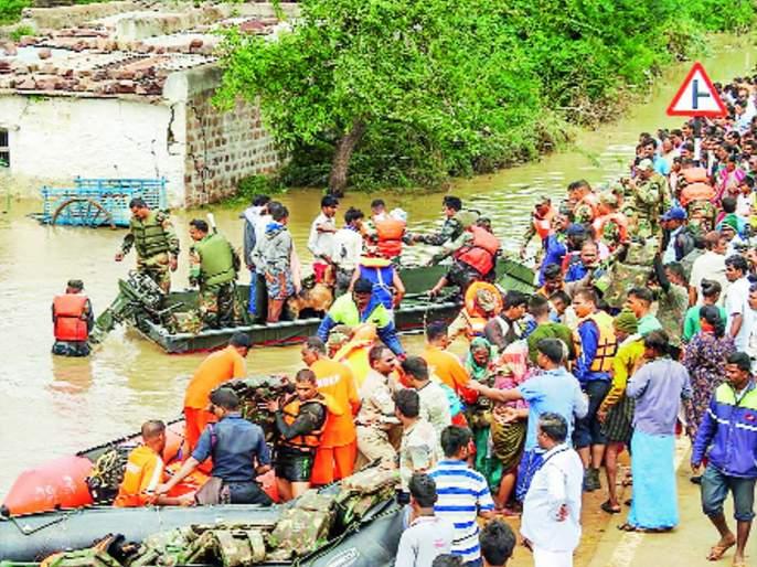 Floods : 5 lakh people Shifted in Safe place in Kerala & Karnataka, 50 missing | केरळ, कर्नाटकात पुरामुळे ६ लाख लोकांचे स्थलांतर, ५0 लोक बेपत्ता