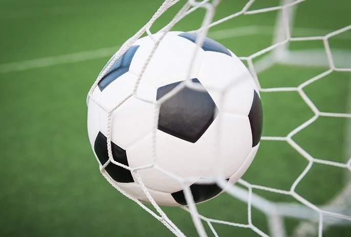 Leg spin and off spin in the same ball; See how this was done in football goal | लेग स्पिन आणि ऑफ स्पिन एकाच बॉलमध्ये; पाहा कसा झाला हा गोल