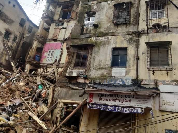 Mumbai Portion of Bhanushali building at Fort collapses search operation underway | Mumbai Building Collapse: फोर्टमध्ये इमारतीचा भाग कोसळून दोघांचा मृत्यू; तिघांना जिवंत बाहेर काढण्यात यश
