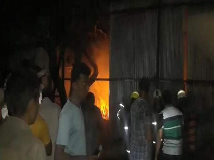 Fire in slums in Siddhartha Colony | Video : सिद्धार्थ कॉलनीतील झोपड्यांनाआग
