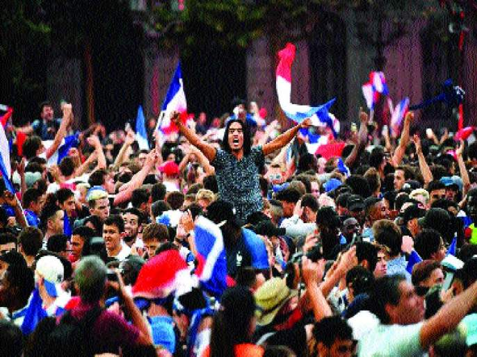 'Vivo la France' | 'वीवो ला फ्रान्स' : विजयानंतर रात्रभर जल्लोष