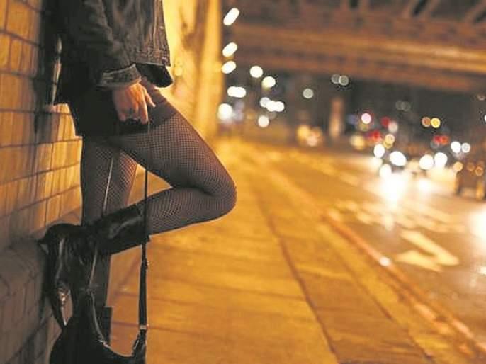 Bank officer to provide prostitution to foreign women   बँकेचा अधिकारी पुरवायचा वेश्याव्यवसायास परदेशी तरुणी