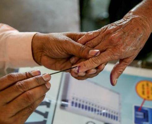 Twelve and a half thousand gram panchayat elections postponed | साडेबारा हजार ग्रामपंचायतींच्या निवडणुका पुढे ढकलल्या