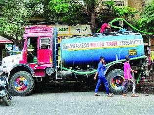 Tanker mafia flees Mumbai's water | टँकर माफिया पळवतात मुंबईचे पाणी