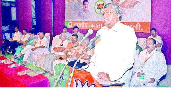 Leaders led by Gadgil: What is Kaka, Khaden? Election of the municipal corporation: Chandrakant Patil's announcement sparks debate in BJP; | गाडगीळांकडे नेतृत्व : काका, खाडेंचे काय? महापालिका निवडणूक : चंद्रकांत पाटील यांच्या घोषणेने भाजपमध्ये चर्चेला उधाण;