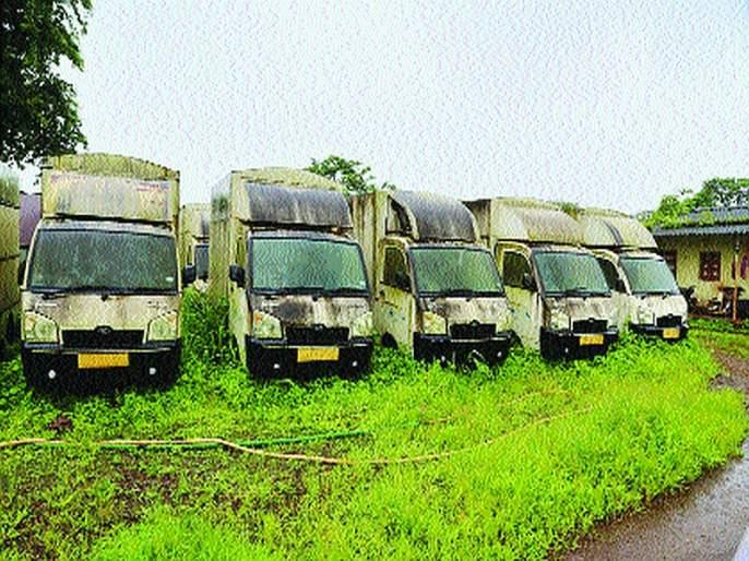 Three crore vehicles belonging to the youth of Matang community were destroyed | मातंग समाजातील तरुणांसाठीच्या तीन कोटींच्या गाड्या सडल्या