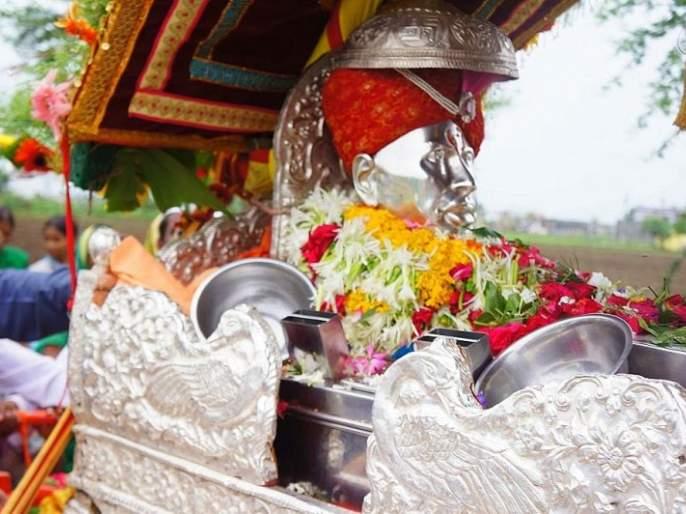 Departure of Gajanan Maharaj's palkhi to Shegaon | गजानन महाराजांच्या पालखीचे शेगावकडे प्रस्थान