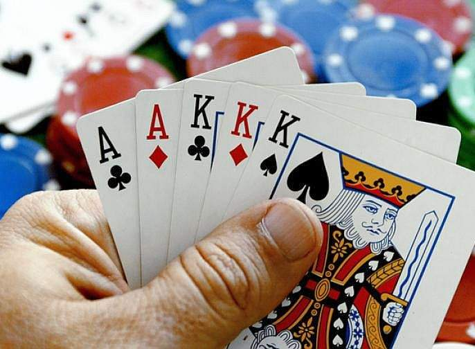 nashik,police,gambling,place,raid   नाशिक शहरातील जुगार अड्ड्यांवर छापे : १२ जुगाऱ्यांना अटक