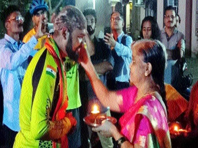 Gandhar Kulkarni received a grand welcome at Dombivali | विवेकानंदांप्रमाणे भारत भ्रमंती, गंधार कुलकर्णी यांचे डोंबिवलीत भव्य स्वागत
