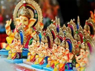Crowds in Ganesh idol schools; Export of idols from Penn started | गणेशमूर्ती शाळांमध्ये गर्दी; पेणमधून मूर्तींची निर्यात सुरू