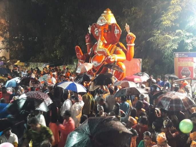 Ganesh immersion LIVE Ganesh immersion started across the maharashtra | Ganpati Visarjan 2019 LIVE Updates: 'पुढच्या वर्षी लवकर या' राज्यभरातून बाप्पांना निरोप