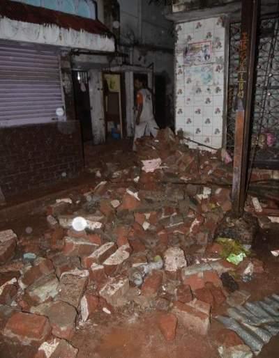 नागपूरच्या गंगाजमुना परिसरात इमारत कोसळली साठी इमेज परिणाम