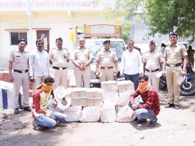 Three and a half lakhs boxes of desidaru were seized at gangakhed | देशीदारूच्या तेवीस बॉक्ससह साडेतीन लाखाचा मुद्देमाल जप्त