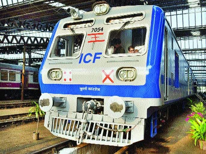 AC local train on Central Railway will run from January   मध्य रेल्वेचा प्रवासही होणार गारेगार; कुर्ला कारशेडमध्ये एसी लोकल दाखल