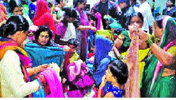 The work of the Sakshi Group, the Maratha Revolution in the floodplain, is remarkable   पूरपट्ट्यात साक्षी ग्रुप, मराठा क्रांतीचे काम उल्लेखनीय