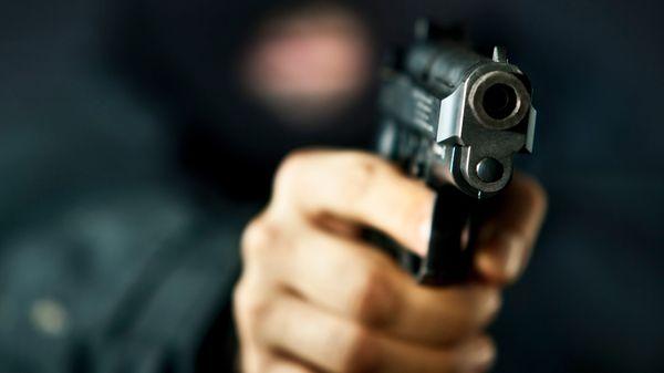 Hotel looted at gunpoint on Mumbai-Ahmedabad highway | मुंबई-अहमदाबाद महामार्गावर बंदुकीच्या धाकावर हॉटेल लुटले