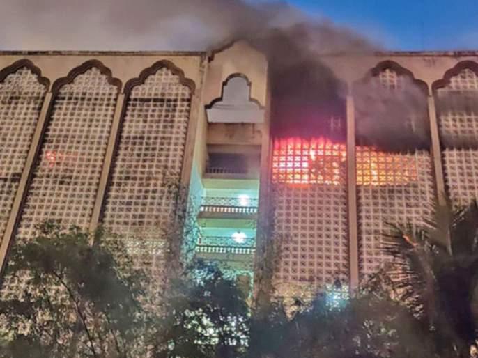 Fire destroys offices on the fifth floor of a commodity exchange building | कमोडिटी एक्स्चेंज इमारतीच्या आगीत पाचव्या मजल्यावरील कार्यालये खाक