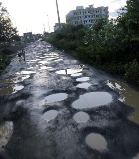 Locality left by pregnant women: The condition of the citizens due to the poor condition of that road | गर्भवतींनी सोडली वस्ती : त्या रस्त्याच्या दुरवस्थेमुळे नागरिकांचे हाल