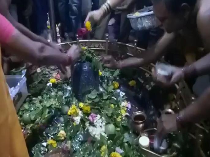 devotees gathering for Ghrushaneshwara at Veraul for Mahashivratri   महाशिवरात्रीनिमित्त वेरूळ येथील घृष्णेश्वराच्या दर्शनासाठी भाविकांची रीघ