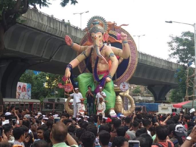 grand welcome of ganpati bappa in mumbai, Ganesh mandal became very happy | आला रे आला... गणपती आला... मुंबईत 'गणराया'चे जल्लोषात आगमन