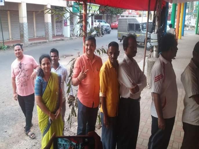 Panjim election : BJP candidate siddharth kunkolienkar on booth for voting   पणजी विधानसभा पोटनिवडणुकीसाठी पहिल्या सहा तासात ४५.७८ टक्के मतदान