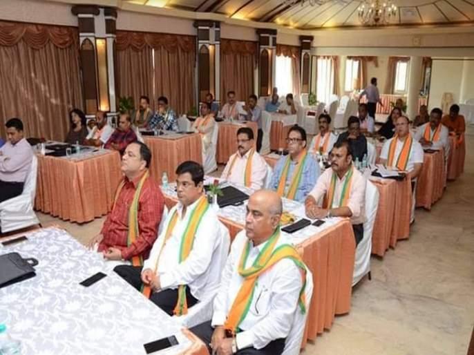 BJP's workshop on party values in goa | गोव्यातील नव्या आमदार, मंत्र्यांना भाजपाकडून शिस्तीचे धडे