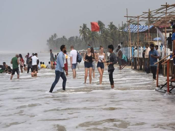 Beware of Goa beaches! saved 144 people from drowning   गोव्याच्या किनाऱ्यांवर सावधान!'दृष्टी'ने १४४ जणांना बुडताना वाचविले