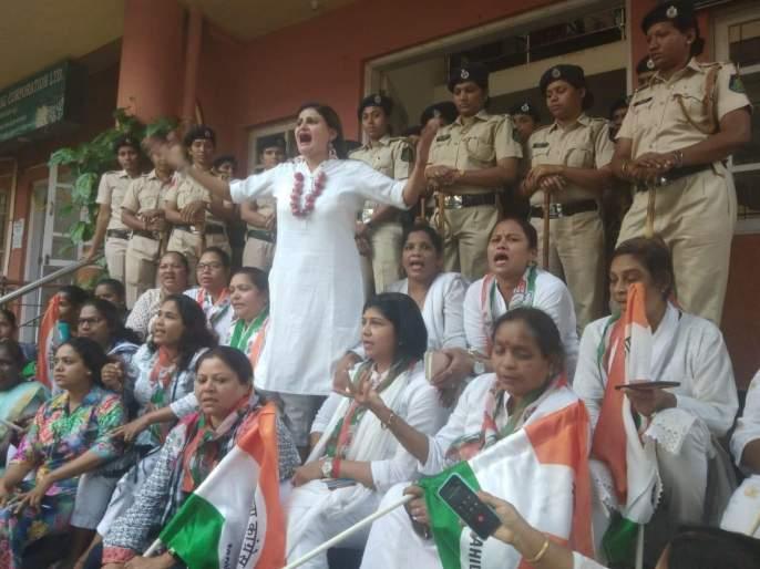Goa women protest against the onion hike in Goa | गोव्यात कांदा दरवाढीच्या निषेधार्थ महिला काँग्रेसची फलोत्पादन महामंडळावर धडक