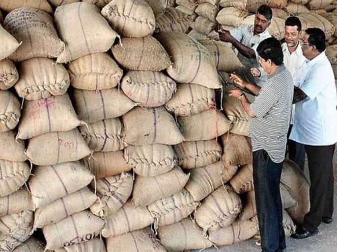 Aundh grain cereals sprayed; Monsta closed all day   औंढ्यातील धान्य प्रकरण पेटले; दिवसभर मोंढा बंद