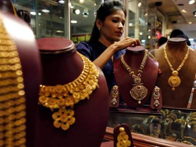 Gold rate: Gold price reaches 10-month low | Gold rate: सोन्याच्या दराने गाठला १० महिन्यांतील नीचांक