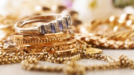 Gold and silver prices rose again | सोने-चांदीचे दर पुन्हा वधारले