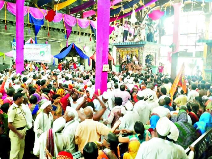 Due to the Mahadwar road, the Ashadhi Vari of Pandharpur concludes | महाद्वार काल्याने पंढरपुरातील आषाढी वारीची सांगता