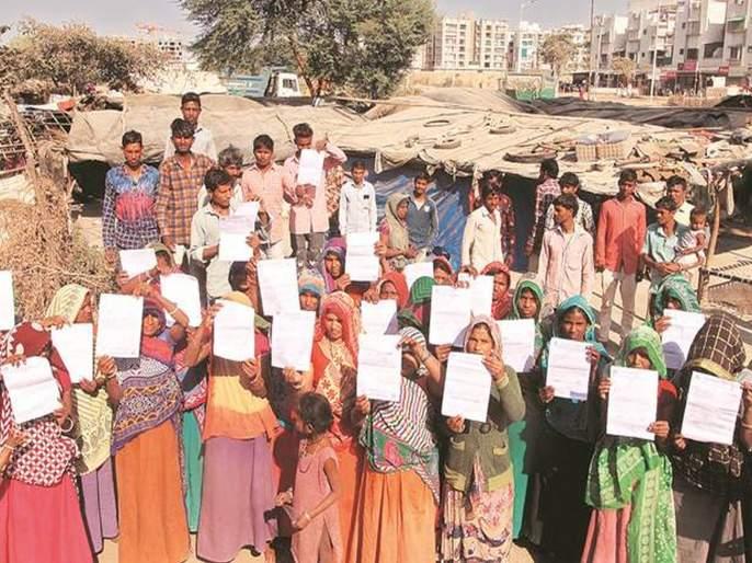 Ahead of us president Donald Trump visit 45 families in Gujarat slum gets eviction notices | Donald Trump's India Visit : डोनाल्ड ट्रम्प यांच्या दौऱ्याआधी ४५ कुटुंबांना घरं रिकामी करण्याचे आदेश