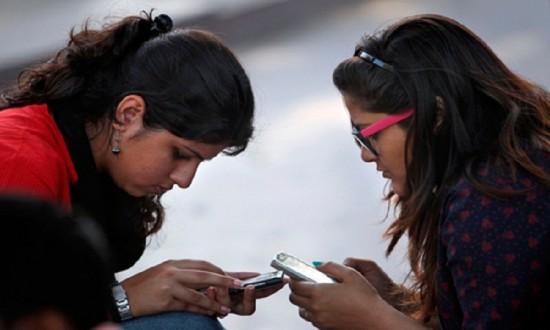 Open discussion: Is mobile ban on girls is right thing? Readers' opinions   खुली चर्चा : मुलींना मोबाइल बंदी समर्थनीय आहे का? जाणा वाचकांची मते