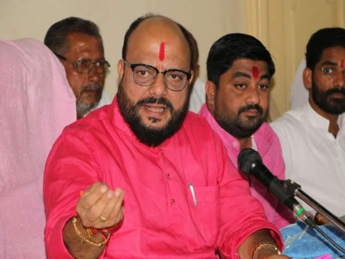 Karnataka government shows its level again, criticizes Gulabrao Patil | कर्नाटक सरकारनं पुन्हा आपली पातळी दाखवली, गुलाबराव पाटलांची टीका