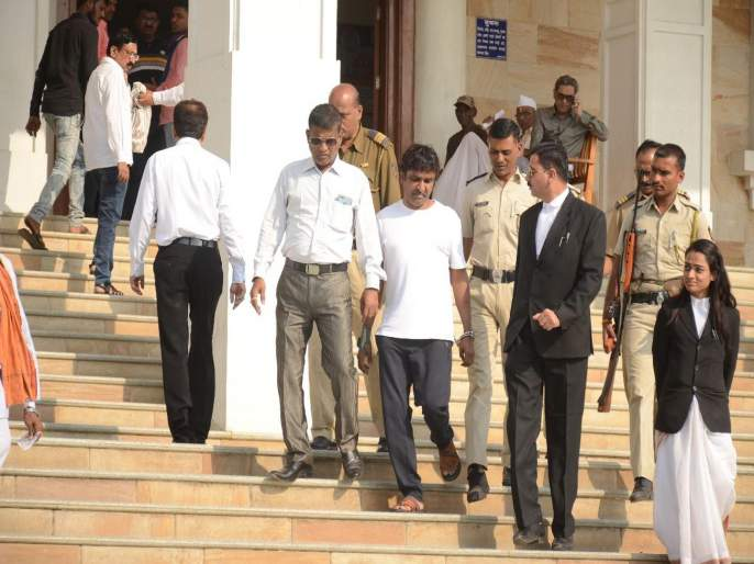 Santosh Ambekar has appeared in court for forgery | बनावट कागदपत्राप्रकरणी संतोष आंबेकरला कोर्टात केले हजर