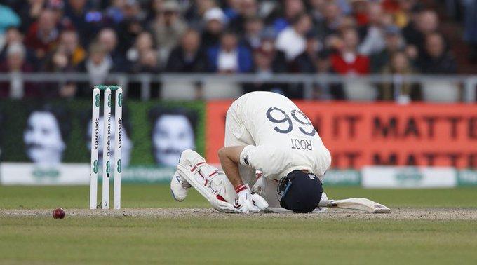 Ashes 2019: Joe oot's protective armor is broken by a fast ball and he falls to the ground ... | अॅशेस 2019 : वेगवान चेंडूने जो रुटचे 'गार्ड' तुटले आणि तो जमिनीवर कोसळला...