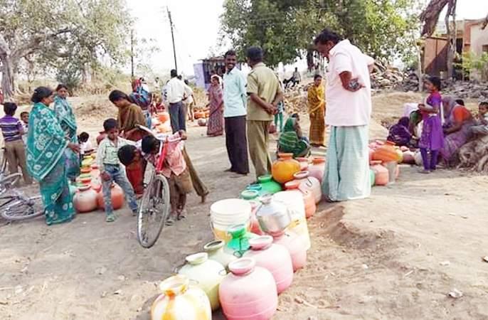 Due to drought; The residents of Hanjgi village migrated due to lack of water | दुष्काळाची दाहकता; पाण्याअभावी हंजगी गावातील ग्रामस्थांनी केले स्थलांतर