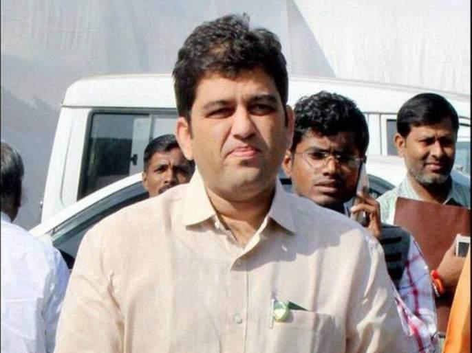 Former MLA Harshvardhan Jadhav remanded in judicial custody for one day; Departure to Yerawada Jail   माजी आमदार हर्षवर्धन जाधव यांना एक दिवसाची न्यायालयीन कोठडी; येरवडा तुरुंगात रवानगी