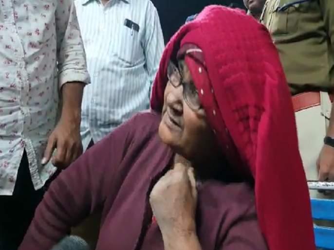 Lost passport in Pakistan; After spending 18 years in jail, Hasina Begum returned to Aurangabad   पाकिस्तानमध्ये पासपोर्ट हरवला; १८ वर्ष जेलमध्ये काढल्यानंतर हसीना बेगम औरंगाबादमध्ये परतल्या