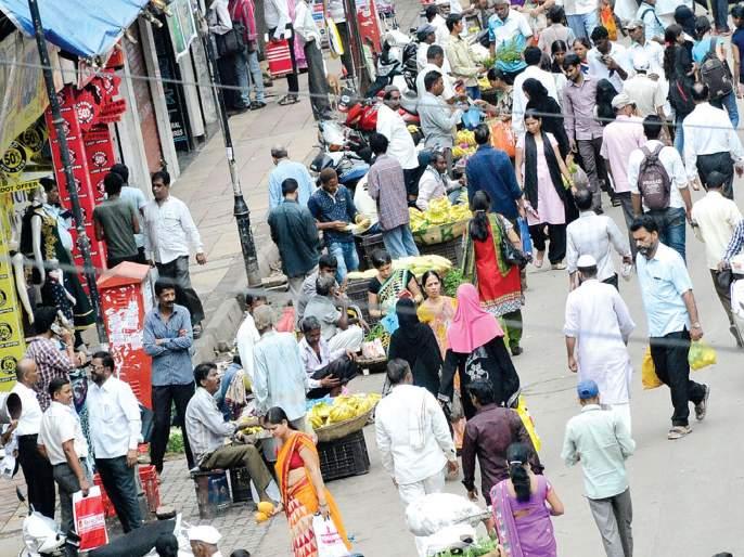 On Kalyan-Dombivali cities, rehabilitation of ferrymen remains on paper | कल्याण-डोंबिवली शहरांमधील फेरीवाल्यांचे पुनर्वसन राहिले कागदावरच