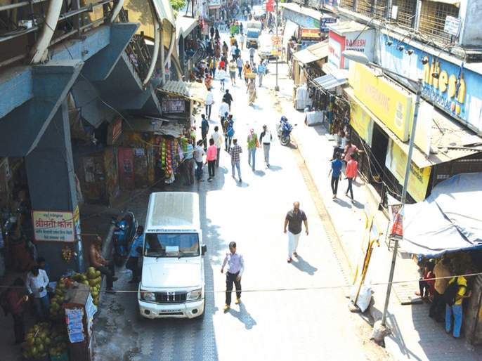 Why shopkeepers who block the path? | पदपथ अडवणाऱ्या दुकानदारांना अभय का?