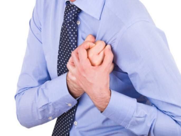 Heart Attack symptom : Excessive sweating is also a symptom of heart attack   Heart Attack symptom : जास्त घाम येणं ठरू शकतं हार्ट अटॅकचं कारण; जाणून घ्या लक्षणं अन् वेळीच व्हा सावध!