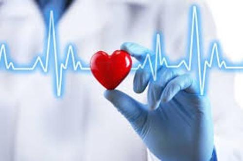 Violence against heart attack in Barshi; Continuing treatment in the ICU section   बार्शी येथे मतदान अधिकाºयास हृदयविकाराचा झटका; अतिदक्षता विभागात उपचार सुरू