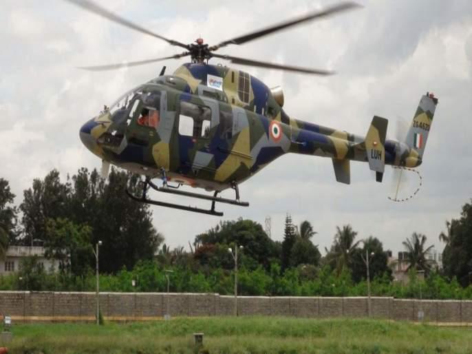 A helicopter force-lands in Kathua, Jammu and Kashmir - PRO Defence, Jammu | जम्मू-काश्मीरच्या लखनपूरमध्ये लष्काराचे हेलिकॉप्टर क्रॅश, दोन जवान गंभीर जखमी