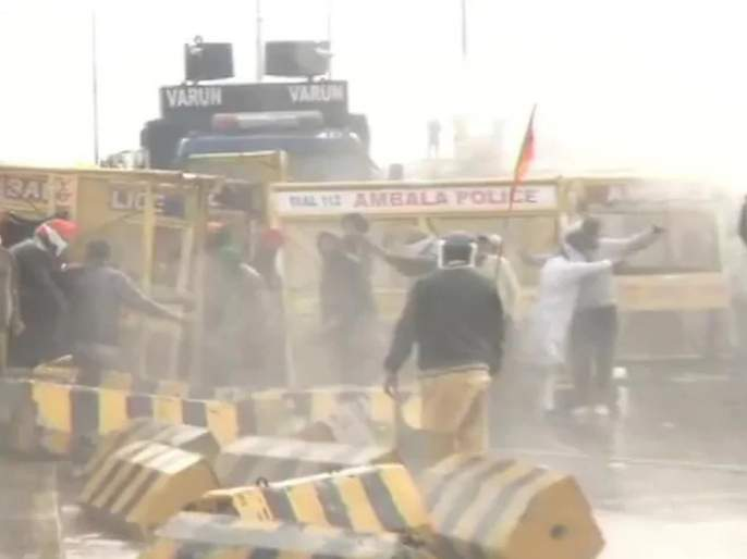 Farmers' protest against farm laws; Police fired tear gas, farmers pelted stone | कृषी कायद्याविरोधात शेतकऱ्यांचे आंदोलन; पोलिसांवर दगडफेक, पांगविण्यासाठी लाठीचार्ज
